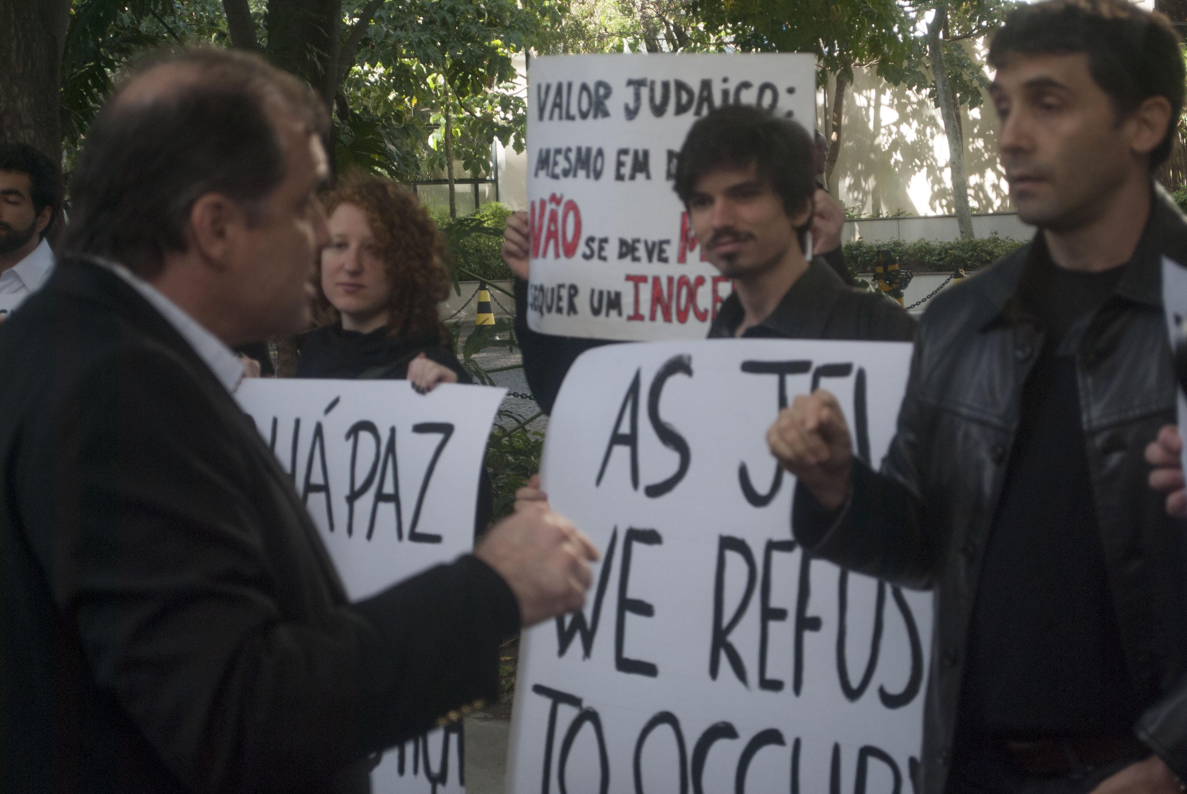 Rubem Daniel Duek (esquerda) e Yuri Haasz (direita) discutem sobre a ocupação militar em Gaza