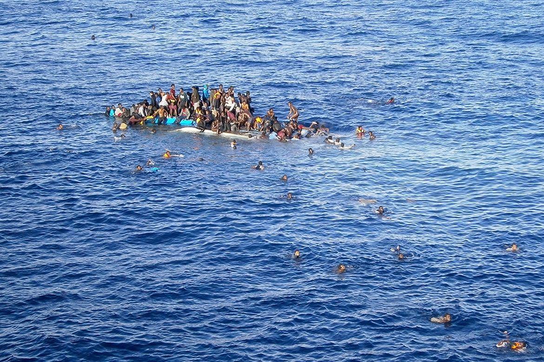 1344605-Refugiados-e-Migrantes-no-Mediterraneo