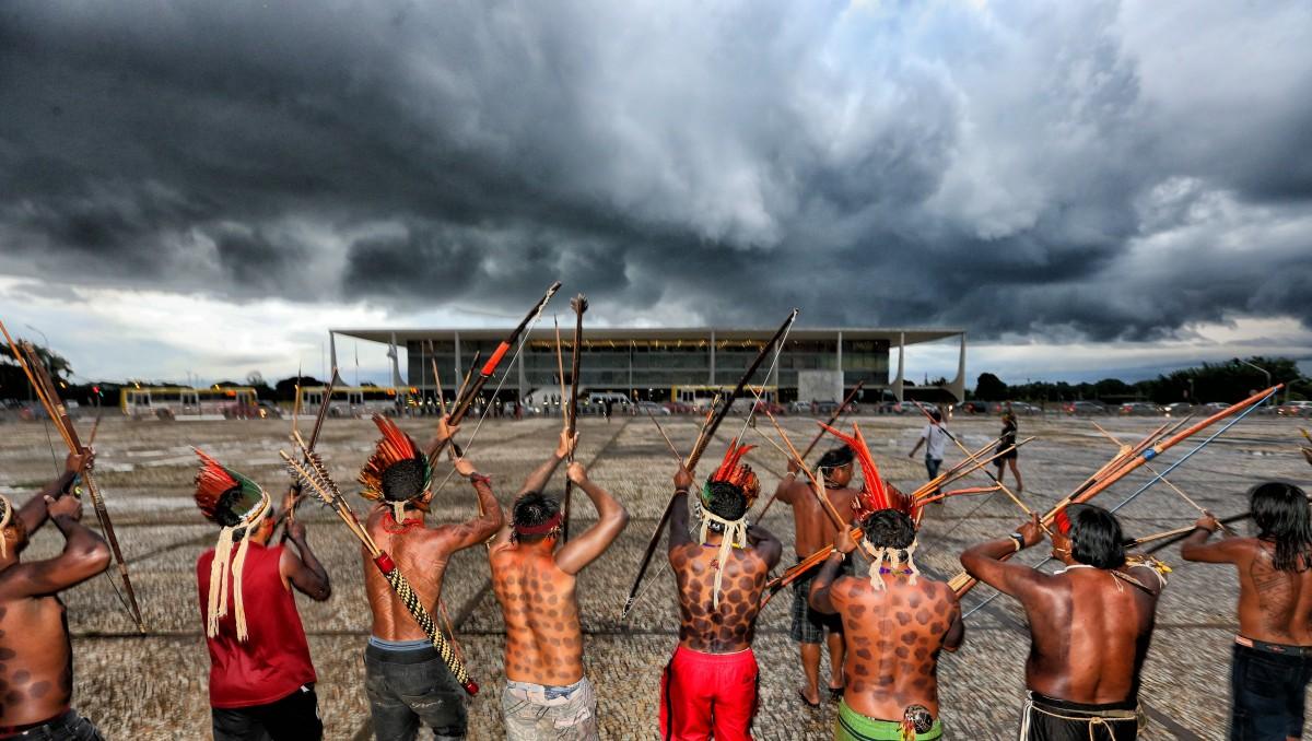 Brasília- DF- Brasil- 14-04-2015 - Índios durante proteto em frente ao STF e Palácio do Planalto. Foto: Lula Marques/ Fotos Públicas