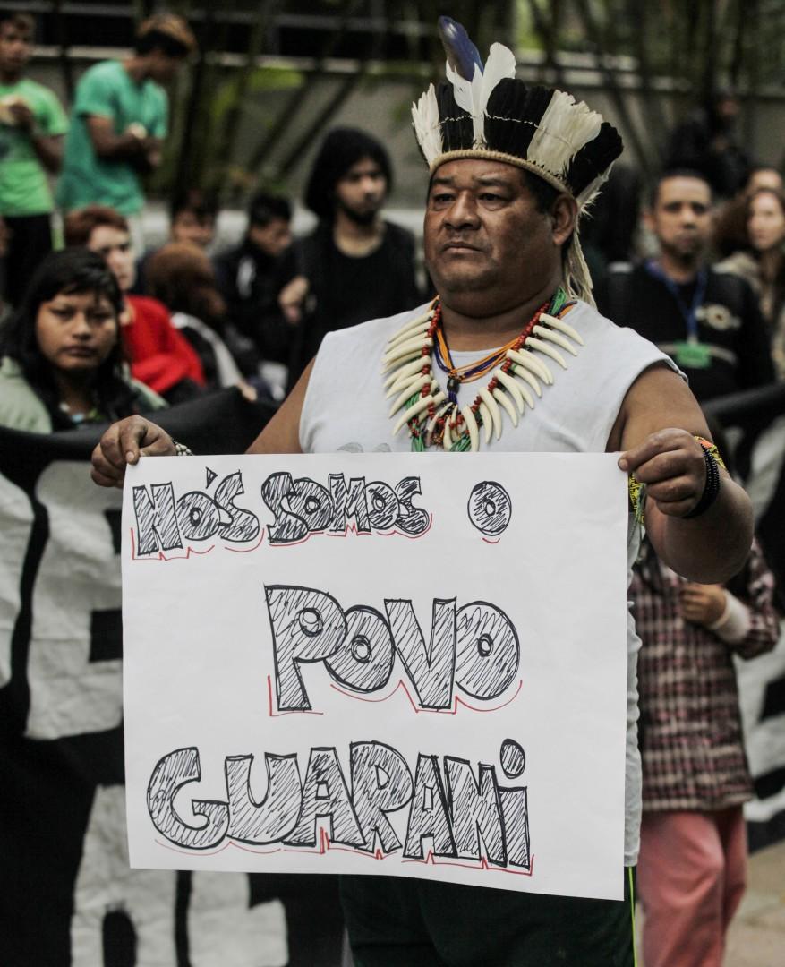 São Paulo- SP, Brasil- 25/07/2014- Indígenas protestam na avenida Paulista, exigindo a demarcação de terras da aldeia Jaraguá. Além dos índios, outros movimentos sociais também participam do ato. Foto: Oswaldo Corneti/ Fotos Públicas