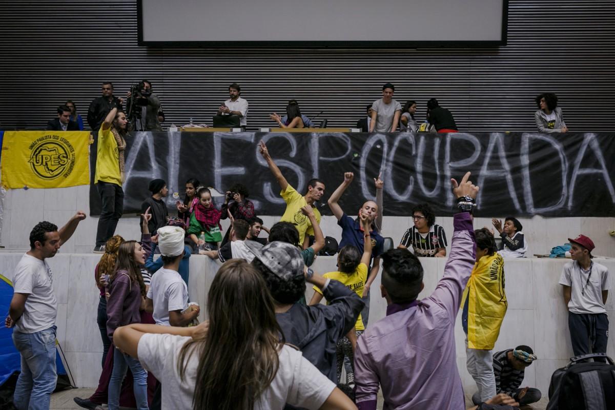 """Estudantes Secundaristas ocuparam AssembleiaLegislativa de Sao Paulo, contra mafia da merenda escolar. Os Estudantes pedem """"CPI da merenda ja"""", para investigacao contra roubo da merenda escolar no governo do Estado de Sao Paulo. © Leandro Moraes"""