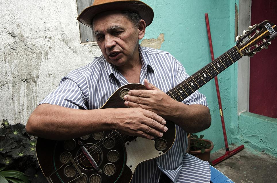Poeta repentista Sebastião Marinho, na UCRAN, bairro do Glicério, cidade de São Paulo, SP. Foto: Jesus Carlos/Imagemglobal.