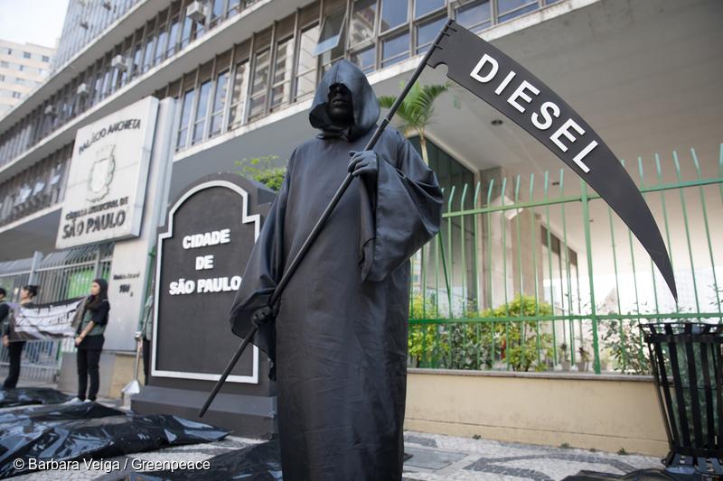 Greenpeace abre a Semana de Mobilidade com protesto por ônibus não poluentes em São Paulo